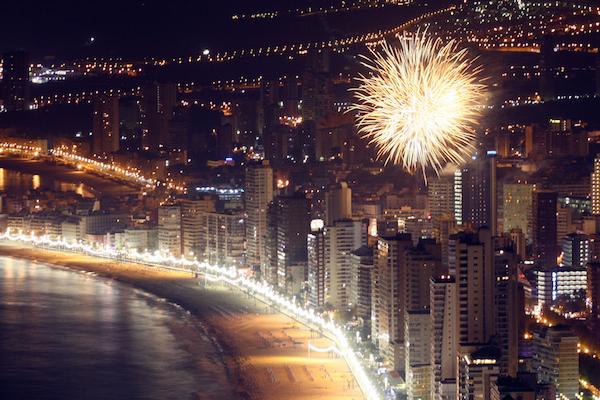 Vive la Fiesta de Fin de Año en Benidorm en directo desde Playa de Levante