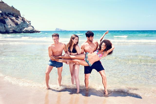 Esta pequeña cala separa las dos grandes playas de Levante y Poniente. Se encuentra entre la Punta Canfali y el puerto.