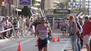 La Playa de Poniente de Benidorm acogió este pasado domingo la disputa de la primera de las seis pruebas que comprenden la TriWhite Cup de Triatlón, dentro de sus tres modalidades (Olímpico, Sprint y Súper Sprint).
