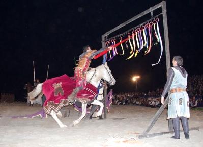 Desfiles musicales, conciertos medievales, pasacalles, luchas entre caballeros y un gran torneo medieval serán algunas de las actividades que harán que nos traslademos a la profunda Edad Media durante el Benidorm Medieval 2016 :)