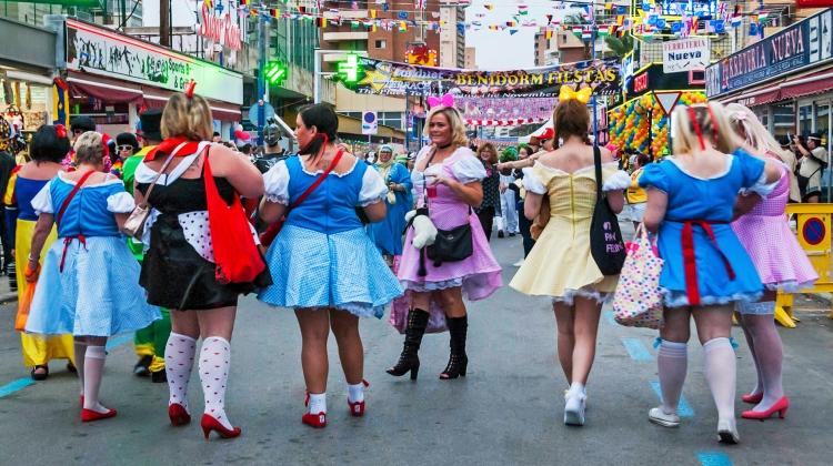 """Una vez que termina las Fiestas Patronales de Benidorm en noviembre, la fiesta """"no oficial"""" de disfraces de los británicos, la ya popularmente conocida """"Benidorm Fancy Dress Party"""" comienza el jueves."""
