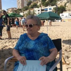 María Galiana, Herminia en Cuéntame cómo pasó, repasa sus líneas antes de la grabación