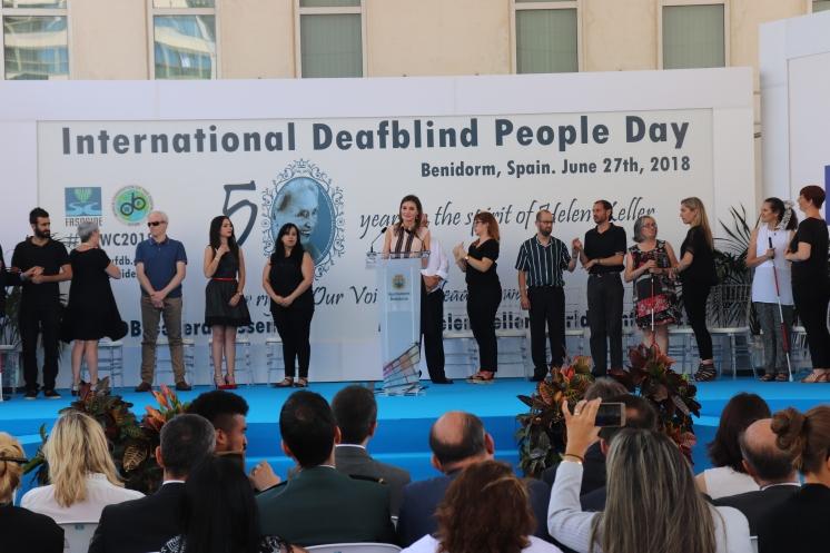 Benidorm apoya el día internacional de las personas sordociegas
