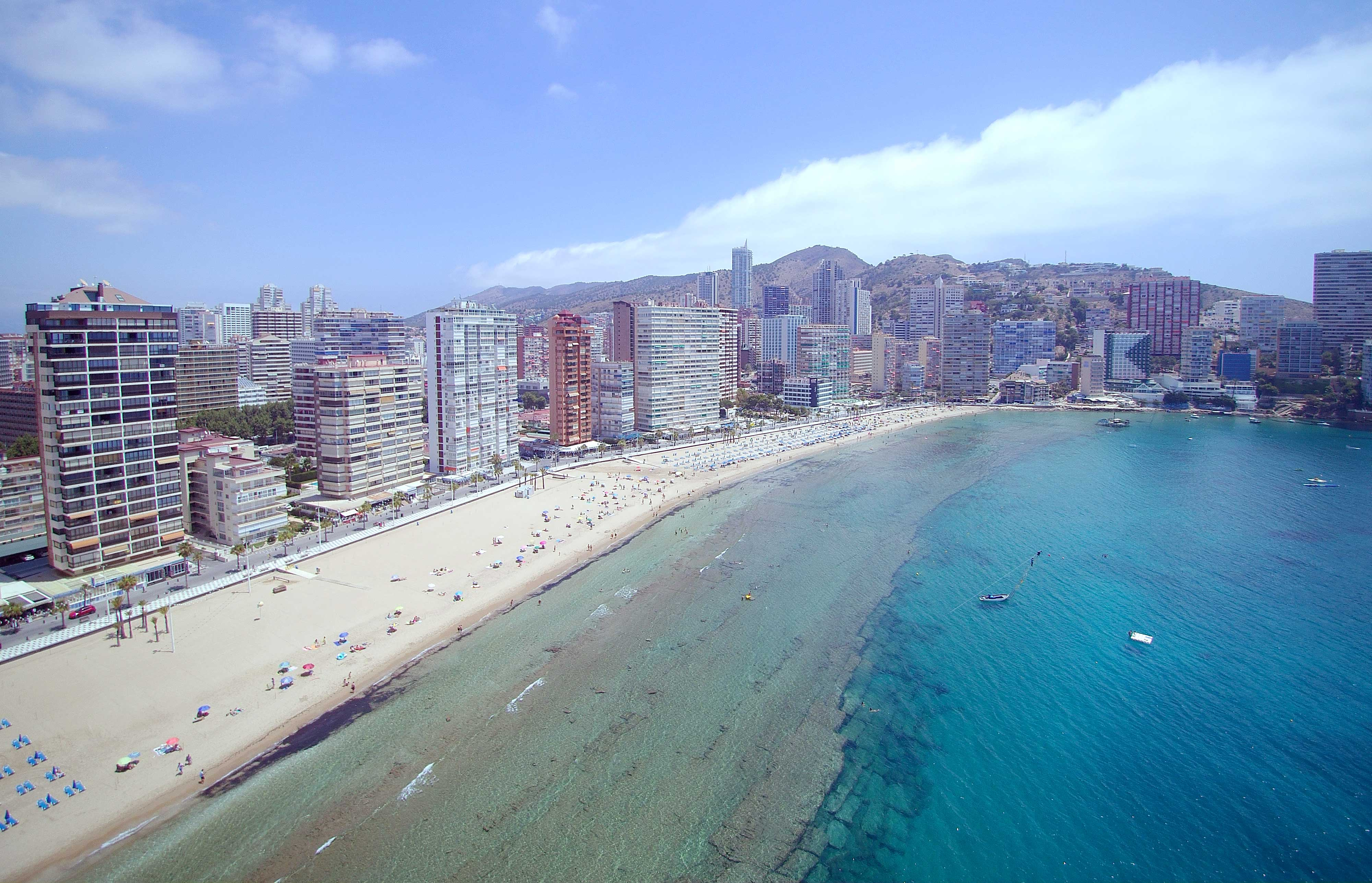 Resultado de imagen de playa de levante de benidorm