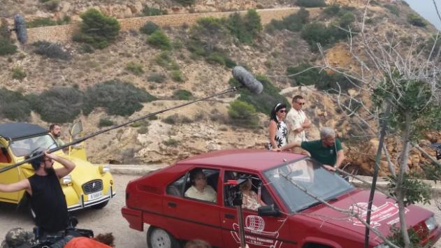 La llegada por segunda vez en su vida de la familia ALcantara a Benidorm en la que Antonio se despista y produce un embotellamiento a la entrada de la ciudad. En realidad es es la carretera sinuosa de la Cala del Tio Chimo