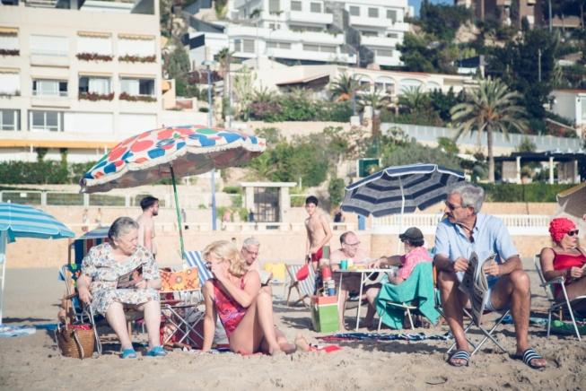 """La playa de Poniente, en su extremo más al sur, conocido como """"La Cala"""", es donde la familia Alcántara vuelve a revivir las sensaciones de volver al mar y tomar el sol en la playa tal y como lo hicieron en su primera visita en 1985."""